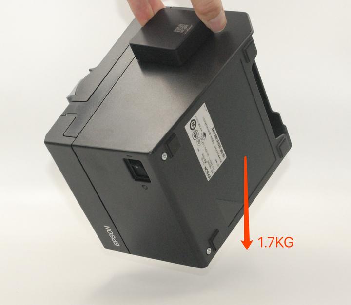 飞印盒子所配备的3M胶也是工业级解决方案,粘贴非常牢固,通过盒子甚至还能提起打印机的重量。